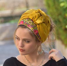 Quick, comfortable and easy to accessorize designer headbands. Check out our handmade headbands selection for unique or custom headbands. Womens Fashion Online, Latest Fashion For Women, Cheap Fashion, Fashion 2018, Fashion Women, Fashion Dresses, Mode Turban, Hair Scarf Styles, Turbans