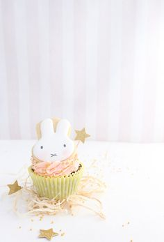 Whether as part of an Easter desert table or just for fun, these easy Miffy cookie cupcakes are sure to make your day just a little sweeter! Cute Cupcakes, Baby Shower Cupcakes, Cupcake Cookies, Happy Birthday, Girl Birthday, Birthday Parties, Birthday Ideas, Birthday Cakes, Easter Deserts