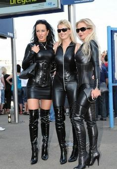 Sexy Older Women, Sexy Women, Women Wear, Leder Outfits, Crazy Outfits, Leather Corset, Leather Dresses, Leather Fashion, Sexy Dresses