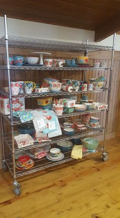 Someone snapped a pic of this rack I use at The Lodge! The the pioneer woman kitchen accessories - Woman Accessories The Pioneer Woman, Pioneer Woman Dishes, Pioneer Woman Kitchen, Pioneer Woman Recipes, Pioneer Women, Pioneer Girl, Grape Kitchen Decor, Thing 1, Ree Drummond