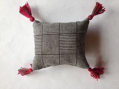 Veving, kom i gang / Kurskatalog / Raulandsakademiet / Aktør / Visit Rauland / Forside Throw Pillows, Velvet, Toss Pillows, Cushions, Decorative Pillows, Decor Pillows, Scatter Cushions