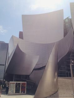 """""""Tip the world over on its side and everything loose will land in Los Angeles"""" Frank Lloyd Wright #polpettasgoes to Los Angeles Walt Disney Concert Hall"""