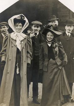 Christabel Pankhurst and Mary Gawthorpe, Manchester 1909