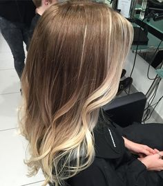 Emphasise your best features with these face framing balayage hilights, as worn by our fave A-list celebs. It's the perfect way to tone down your summer colour for fall, whilst still feeling light and bright #toniandguyuk @toniandguyworld #balayage #ombre #summerhair #sombre #autumnhair #loreal #lorealeducationuk #lpeduk @lorealprouk @lorealeducationuk