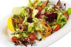 Seafood mix grill with green salad Mixed Grill, Delicious Food, Sprouts, Seafood, Cabbage, Grilling, Salad, Vegetables, Green
