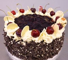 food I am a throwback.Im also a blumming black forest gateaux. Retro Recipes, Vintage Recipes, 1960s Food, Retro Food, 80s Party Foods, Black Forest Cake, Fancy Cakes, No Bake Cake, Food And Drink