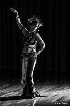 Asyut bailando la versión en danza fusión tribal de Nessun Dorma de la ópera Turandot en Bellyfashion 2017.