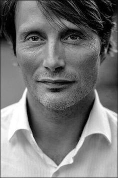 My current favourite picture of Mads Mikkelsen. ♡♡♡
