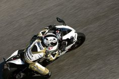 Aprilia RSV4. Monteblanco Circuit - Spain