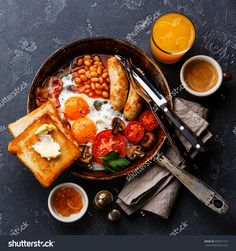 English Breakfast in cooking pan with fried eggs, sausages, bacon, beans, toasts and coffee on dark stone background - The Picture Pantry Food Stock Photo Library Brunch Recipes, Breakfast Recipes, Brunch Ideas, Breakfast Desayunos, Breakfast Cooking, Breakfast Sausages, Breakfast Burritos, Breakfast Dishes, Cafe Food
