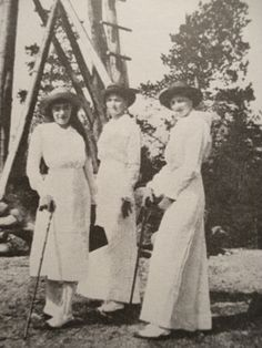 Anastasia, Olga, and Tatiana, 1913 Romanov Sisters, Anastasia Romanov, Interesting History, Interesting Facts, House Of Romanov, Russian Literature, 1950s Outfits, Tsar Nicholas Ii, Historical Women