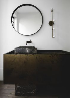 Minimalisme brut à Sydney | #minimalist #raw #bathroom #handelsmannkhaw #loft #lapetitefabriquedereves