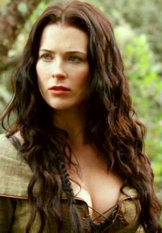 Bridget Regan as Kahlan Amnell, Legend of the Seeker - at certain angles her face is just absolute ideal PERFECT BEAUTY