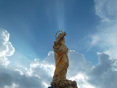 Al Padiglione della Veneranda Fabbrica del Duomo hanno esposto una replica in dimensioni originali della statua della Madonnina. Lo sai che la statua originale è fatta in rame ed è dorata all'esterno?