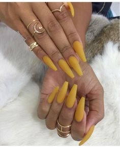 Looking for easy nail art ideas for short nails? Look no further here are are quick and easy nail art ideas for short nails. Cute Acrylic Nails, Matte Nails, Dope Nails, Nails On Fleek, Gorgeous Nails, Pretty Nails, Hair And Nails, My Nails, Yellow Nails Design
