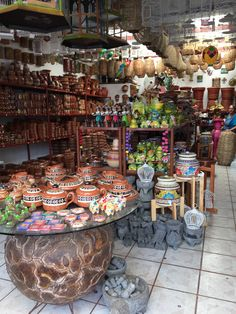 Artesanías Tonala Guadalajara Mexican Home Decor, Mexican Art, Mexican Style, Places Around The World, Around The Worlds, Hacienda Style Homes, Mexican Hacienda, Red Tour, Store Displays