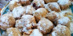 Galuste cu prune intr-o imagine. Gomboti cu prune Romanian Recipes, Romanian Food, 30 Minute Meals, Pastries, Ethnic Recipes, Mudpie, Cakes, Cake, Baking