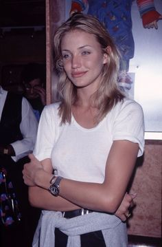 Super Fashion Icons Drew Barrymore Ideas # Super Fashion Icons Drew Barrymore Ideas The fashion trends of the that we cannot believe are back # The fashion trends of the shirt tied around the waist – then Cameron Diaz, 199 Kadenwolfhard Rachel is a … 1990s Fashion Trends, Fashion 90s, Fashion Ideas, Vintage Fashion, Fashion Outfits, Cameron Diaz 90s, Cameron Diaz Style, Pretty People, Beautiful People