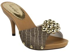 Tamanco Salto Via Scarpa 760-6334 Wooden Sandals, Leather Sandals, Indian Men Fashion, Mens Fashion, Slide Sandals, Women's Shoes Sandals, Mary Janes, Heeled Mules, Casual Shoes