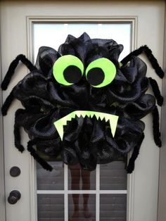 Halloween Spider Deco Poly Mesh Wreath. halloween idea, spiders, spider wreath, halloween door, deco poli, poli mesh, deco mesh wreaths, halloween wreaths, halloween spider