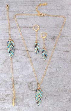 My-French-Touch - Bracelet ★ ★ feather woven glass beads Miyuki Seed Bead Jewelry, Wire Jewelry, Jewelry Crafts, Jewelry Sets, Handmade Jewelry, Jewelry Making, Jewellery, Feather Jewelry, Seed Bead Necklace