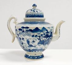 Lot: CHINESE EXPORT CANTON PORCELAIN TEAPOT, 19TH CENTURY., Lot Number: 0027, Starting Bid: $50, Auctioneer: William J. Jenack Auctioneers, Auction: FINE AND DECORATIVE ARTS AUCTION , Date: April 23rd, 2017 PDT