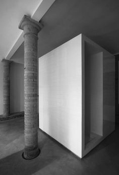 Tiles and Concrete    Karin Matz, Francesco Di Gregorio and their soft and effective intervention on the interiors of a private house in Lasagnana (Parma