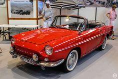 #Renault #Caravelle à Epoqu'Auto à Lyon Reportage complet : http://newsdanciennes.com/2015/11/09/grand-format-epoquauto-2015/ #Voitures #Anciennes #Vintage #ClassicCars @salonepoquauto