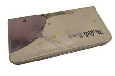 Πορτοφόλι Μονό Μεσαίο Little Prince   Ένα πολύ βολικό πορτοφόλι και με πρωτότυπο design για όλες τις ώρες! Μπορεί επίσης να χρησιμοποιηθεί και ως τσαντάκι, αφού χωράει τα πάντα. Αποτελείται από μία θήκη με φερμουάρ, όπου η μία πλευρά έχει θήκες για μεγάλες κάρτες ή για την ταυτότητα και ειδικό διαχωριστικό στη μέση. Η άλλη πλευρά αποτελείται από ειδικές θήκες για πιστωτικές ή για τις κλασσικές κάρτες οι οποίες διαχωρίζονται από ειδική εσοχή με φερμουάρ για τα νομίσματα. Μπορείτε...