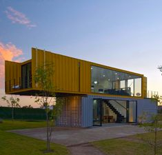 Container House - 4 Shipping Containers Prefab plus 1 for Guests - Who Else Wants Simple Step-By-Step Plans To Design And Build A Container Home From Scratch? Container Office, Container Cabin, Storage Container Homes, Container House Plans, Cargo Container, Container Store, Prefab Container Homes, 20ft Container, Container Flowers