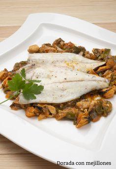 Receta de Dorada con mejillones - Karlos Arguiñano Curry, Lasagna, Ethnic Recipes, Food, Seafood, Diners, Ethnic Food, Lasagne, Kalay