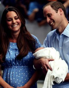 SO CUTE!!! - new background on my phone- this is actually so adorable.. I wanna be in the royal family.