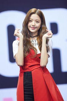 South Korean Girls, Korean Girl Groups, Yu Jin, Japanese Girl Group, Kim Min, Starship Entertainment, Kpop Outfits, My Beauty, Kpop Girls