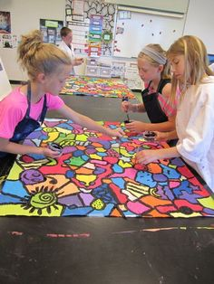 start with black shapes - no touching - connect with lines - kids get one color - walk around and paint shapes - go over lines with black again for pop. This is a good project to do with the Pop Art presentation (Keith Haring) Middle School Art, Art School, School Murals, High School, Class Art Projects, Group Projects, Ecole Art, Art Mural, Mural Painting