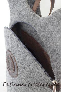 Купить или заказать Рюкзак 'Экскурсия в Stonehenge' в интернет-магазине на Ярмарке Мастеров. Валяный рюкзак. Необычно, внезапно, интересно! :) Выполнен в технике мокрого валяния из шерсти натурального серого цвета. Удобная эргономичная форма. Застегивается на молнию. Отделка спинки выполнена из натуральной кожи коричневого цвета. На спинке имеется карман, который застегивается на молнию. Внутри также есть карман. Материал - кожа. Лямки регулируются по длине.