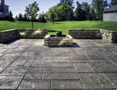 Backyard stamped concrete patio ideas is the best patio design Hinterhof Stampfbeton Terrasse Ideen Poured Concrete Patio, Concrete Backyard, Concrete Patio Designs, Cement Patio, Fire Pit Backyard, Pavers Patio, Stamped Concrete Patios, Stamped Concrete Patterns, Concrete Dye