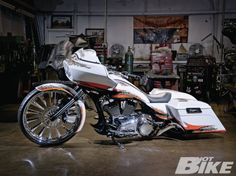 The crew at Martin Brothers (MB) are certainly no strangers to the custom game. Triumph Motorcycles, Custom Motorcycles, Custom Bikes, Custom Cycles, Harley Bagger, Bagger Motorcycle, Harley Bikes, Harley Wheels, Custom Street Glide