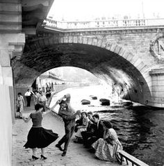 Paul Almasy: Rock'n'Roll sur les Quais de Paris, 1955