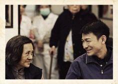 """Basata su personaggi e situazioni reali, """"A Simple Life"""" è una delicata storia di affetti firmata da Ann Hui, una fra le più acclamate autrici della new wave cinematografica di Hong Kong. Candidato all'Oscar come miglior film straniero, è un racconto impregnato di cultura orientale."""