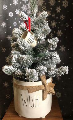 Christmas Room, All Things Christmas, White Christmas, Christmas Holidays, Rustic Christmas, Xmas, Christmas Tree Decorations, Diy Christmas Ornaments, Christmas Stockings