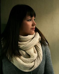 Big herringbone stitch #knit #cowl. #free #ravelry #pattern