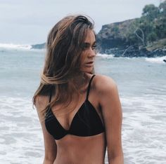 Hot beach photo idea for summer. Love her bikini top too. Beach Vibes, Summer Vibes, Summer Days, Summer Pictures, Beach Pictures, Beach Bodys, Photo Voyage, Beach Bum, Girl Beach