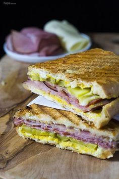 Sandwich Make amazing Cuban sandwiches at home in just 10 minutes! No panini press needed!Make amazing Cuban sandwiches at home in just 10 minutes! No panini press needed! Kubanisches Sandwich, Monte Cristo Sandwich, Panini Sandwiches, Soup And Sandwich, Wrap Sandwiches, Pressed Sandwich, Vegetarian Sandwiches, Gourmet Sandwiches, Finger Sandwiches