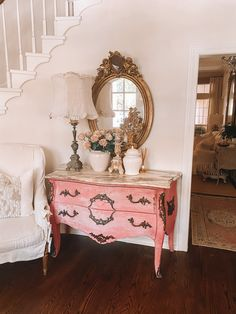 A designer French chic home tour that is filled with charm. From the collection of meaningful antiques to the smart use of slipcovers, this is one of the favorite tours that we've featured to date! #designer #frenchcountry #frenchantiques #hometour #interiordesignideas #homedecor #vintage #antiques #frenchantique French Bedroom Decor, Vintage Bedroom Decor, Vintage Room, Vintage Home Decor, Vintage Antiques, Vintage French Decor, French Antiques, Vintage Style, French Farmhouse Decor