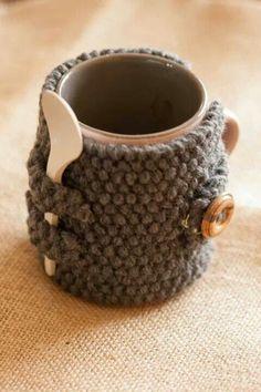 Un mug tricot, Diy Abschnitt, Crochet Coffee Cozy, Crochet Cozy, Love Crochet, Crochet Gifts, Crochet Yarn, Easy Crochet, Coffee Cup Cozy, Chrochet, Diy Becher