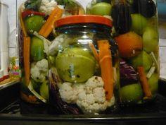 Mancare si ... vin pentru prieteni: gogonele murate Cauliflower, Vegetables, Food, Cauliflowers, Essen, Vegetable Recipes, Meals, Cucumber, Yemek