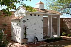 Adorable chicken coop! I've always wanted some chickens and when I get them they shall have this coop!