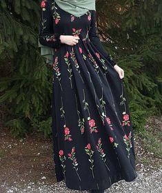 Elegant look ✨ Modern Hijab Fashion, Islamic Fashion, Abaya Fashion, Muslim Fashion, Modest Fashion, Fashion Dresses, Women's Fashion, Fashion Trends, Mode Outfits