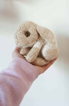 How to knit a bunny rabbit - free pattern & tutorial - From Britain with Love, How to knit an easter bunny. Click through for easy step by step tutorial and free knitting patter to make a knitted easter bunny rabbit. Knitted Bunnies, Knitted Animals, Knitted Baby, Knitted Headband, Knitted Dolls, Crochet Toys, Knit Crochet, Crochet Granny, Animal Knitting Patterns