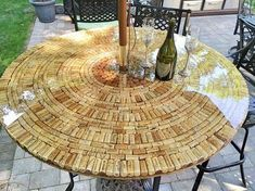Wine and/or champagne corks fixed to a plywood base and finished with a clear coat epoxy finish. Save up your favorite corks to design your perfect tabletop.Speelgoedpop the packages of grape, but save the corks to create these entertaining beer cork Wine Craft, Wine Cork Crafts, Wine Bottle Crafts, Wine Cork Table, Wine Cork Art, Wine Cork Holder, Wine Cork Projects, Diy Projects, Welding Projects